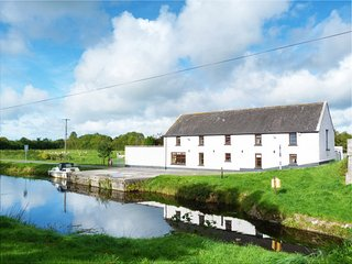 Ballycommon, Grand Canal, County Offaly - 15942