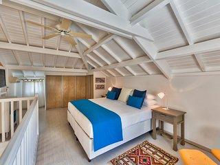 LA VIDA... Charming, Affordable, Romantic, Lagoon Waterfront Apartment