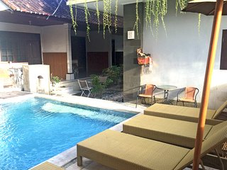 Kuta - Triple Room (1 Queen - 1 Single Bed) - Free Breakfast, Pool, Wifi,SatTV