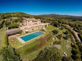 FABULOUS 8BR VILLA WITH PRIVATE POOL & BREATHTAKING LAKE VIEWS IN TOP LOCATION!, Tuoro sul Trasimeno