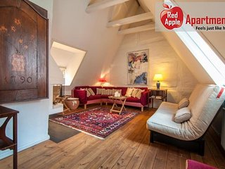 Top Floor Central Apartment In Historical Building - 4886