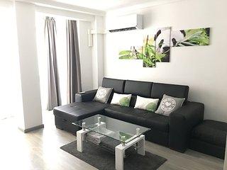 Modern Apartment in 'Viveros Park'-Casa moderna en Jardines de Viveros
