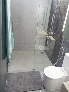 Rain shower in second bedroom