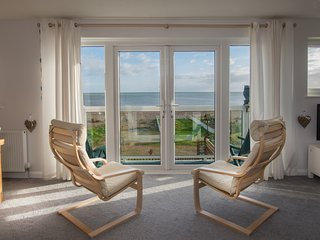 Superb Beachfront Apartment, Pevensey Bay