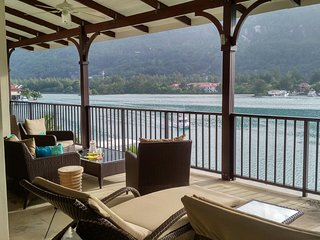 Eden Island Marina Penthouse incl. Electric Car, Wify, Sat TV - next  to Pool, Isola di Eden