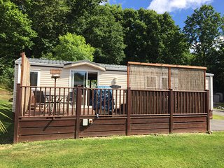 Delightful Caravan/Mobile Home with hot tub on Finlake Holiday Park, Newton Abbot