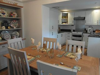 Spacious kitchen diner with  soaker style kitchen and granite worktops