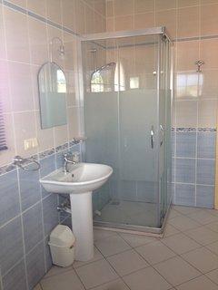 En-suite bat Master Bathroom