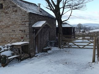 CROFTERS COTTAGE With Hottub Cosy Stove/oven Lakes