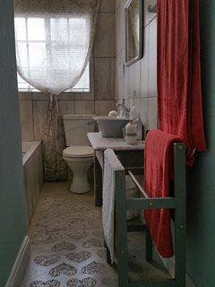 Main bedroom en suite bathroom in The Village House
