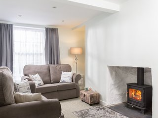 Kizzy's, a charming village ground floor apartment with WiFi and woodburner