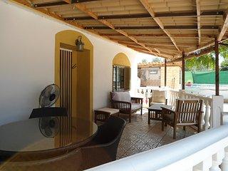 Belle Villa espagnole  avec jardin et piscine privé proche de Valence