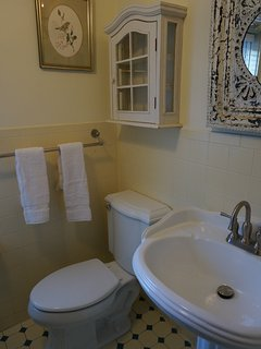 Country details continue in the upstairs full bath.