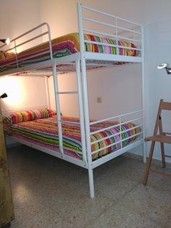 Dormitorio 2, efecto rustico con literas y colchones nuevos.
