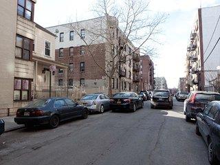 Bronx Home - 30 minutes from midtown Manhattan!
