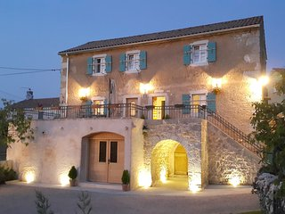Villa Ca'Pietra, Family-friendly ancient house, Malinska