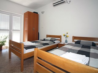 4Bedroom Apartment in Tisno TP151A1