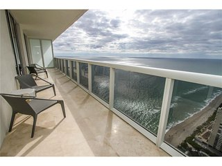 3 Br Oceanview apt on 49th Floor