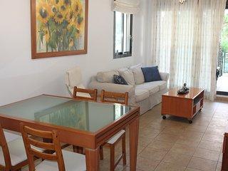 Precioso apartamento de dos dormitorios con amplia terraza en urbanizacion ideal
