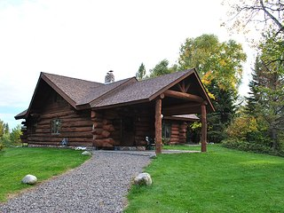 PET FRIENDLY  LOG HOME, ON 2 PRIVATE, WOODED ACRES, Star Lake