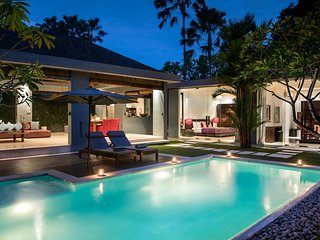 Kembali, Luxury 2 Bedroom Villa, near beach, Seminyak