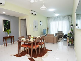 Private 3BR Apartment near eateries, malls, amenities & MRT station