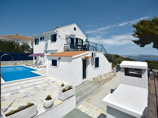 4 bedroom Villa in Solta, Central Dalmatia, Croatia : ref 2044549, Rogac