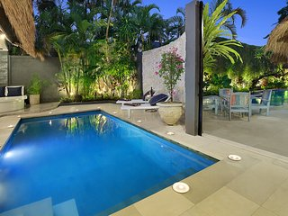 6 BEDROOM LUXURY BALI VILLA - SLEEPS 12-14  (2 x Villas with 2 Pools) SEMINYAK