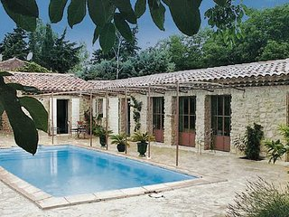 2 bedroom Villa in Cucuron, Vaucluse, France : ref 2220465