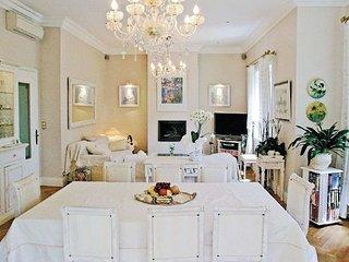 2 bedroom Apartment in Avignon, Vaucluse, France : ref 2221605, Aviñón