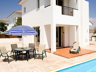 3 Bed Private VIlla. Swimming Pool, Air Con, Wifi. Sleeps 6