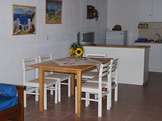 Estiades studios has a qiuet  and friendly environment..only 5 min.to the beach.