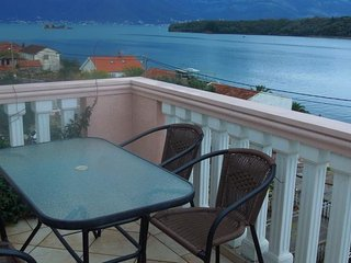 Apartments Stradioti - One Bedroom Apartment with Balcony and Sea View 3 Adults