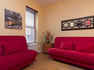 2 Bed with 4 Sleeping Areas in Times Square BEAUTIFULLY DECORATED