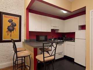 Times Square 2 Bed 1 Bath - Theaters-  Broadway Shows - RESTAURAN ROW - NEW