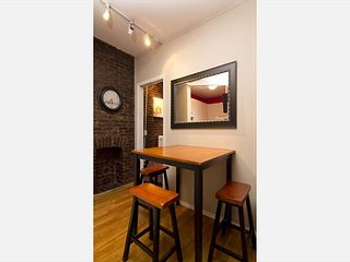 Times Square 2 BED 1 BATH - Quiet BLOCK - ROARING area - BOOK TODAY