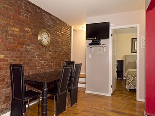 East Village ST MARKS - 3 Bed 1 Bath - STUDENTS and INTERNS GALORE - Easy NEW