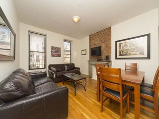 Times Square 2 Bed 1 Bath - Huge Living Room - Theaters - Music - FOOD