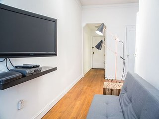 Midtown East 1 Bed 1 Bath Charming Quiet Block - New Renovations - Gorgeous