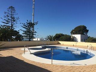 Apartamento a 50 metros de la playa con piscina comunitaria y vista al mar, Los Canos de Meca