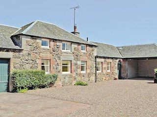 Converted Georgian stables cottage close to beaches & golf in historic village