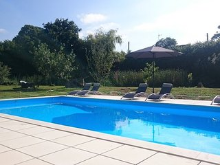 Luxury holiday cottage with shared pool | pets welcome | La Bourdonnerie