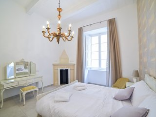 Luxurious two-bedroom apartment in Valletta (Ref: CA2)