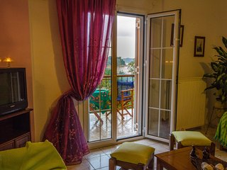 №2 Comfortable apartment with sea view!, Kanapitsa