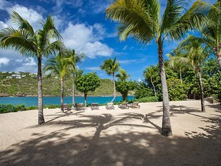 The swimming pool promises hours of fun spent cooling off St Barts climate
