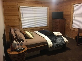 2 Rooms in Log Cabin Style Home - 30 min to Breck, Fairplay