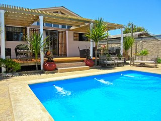 BOOK NOW & SAVE! Enjoy This Private House, Pool, Parking & Beautiful Beach Walks, Valparaiso