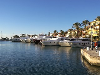 Stunning Marina front Apartment Puerto Sotogrande, beach and amenities 1min walk