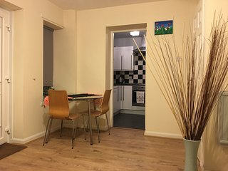 Charing Cross 2-Bedroom Glasgow Central Apartment