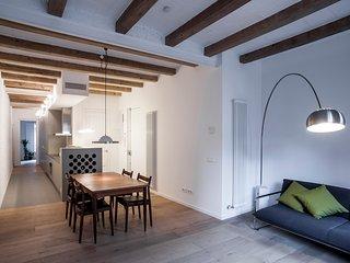 Modern flat in San Antoni close to Pl. Universidad, Barcelona
